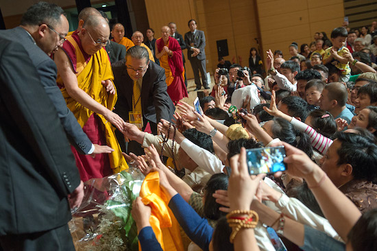 During His Holiness the Dalai Lama last visit to Japan in reaching to shake ha Japan on May 13, 2016. Photo/Tenzin Choejor/OHHDL