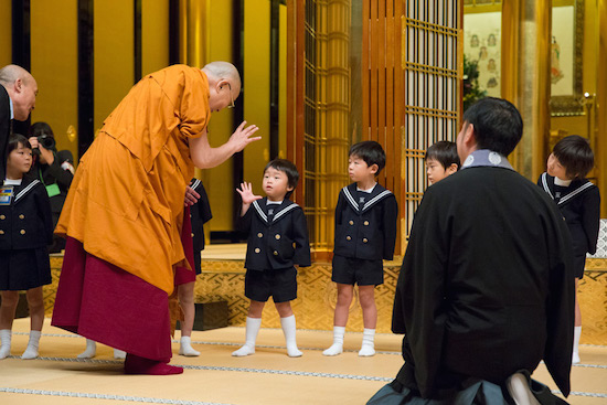 His Holiness the Dalai Lama thanking young children after their welcome performance before his talk at Higashi Honganji Temple in Kyoto, Japan on November 9, 2016. Photo/Jigme Choephel