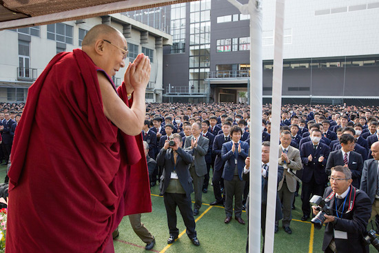 His Holiness the Dalai Lama greeting the over 3,000 students before his talk at Seifu High School in Osaka, Japan on November 10, 2016. Photo/Jigme Choephel