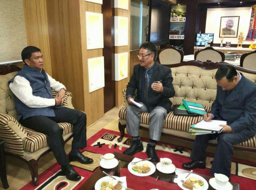 Home Kalon apprising the chief minister about the