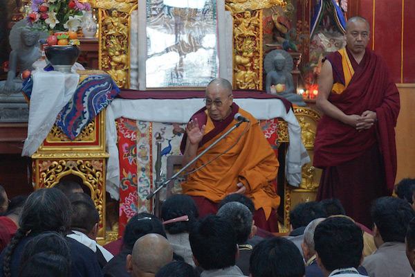 His Holiness the Dalai Lama speaking to pilgrims from Tibet in Bodhgaya, Bihar, India on December 29, 2016. Photo/Jeremy Russell/OHHDL