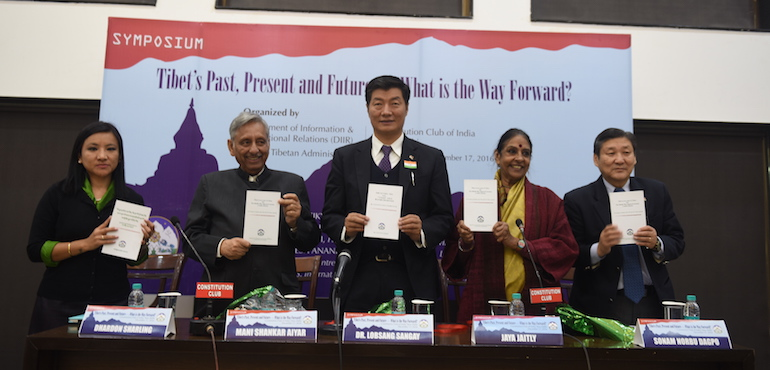 From left: DIIR Secretary Ms Tenzin Dhardon Sharling, former MP Mr Mani Shankar Aiyer, Sikyong Dr Lobsang Sangay, activist and former politician Jaya Jaitly and DIIR Secretary Sonam Norbu Dagpo, at the release of CTA's comprehensive report on the situation inside Tibet, at Constitution Club of India, New Delhi on17 December 2016