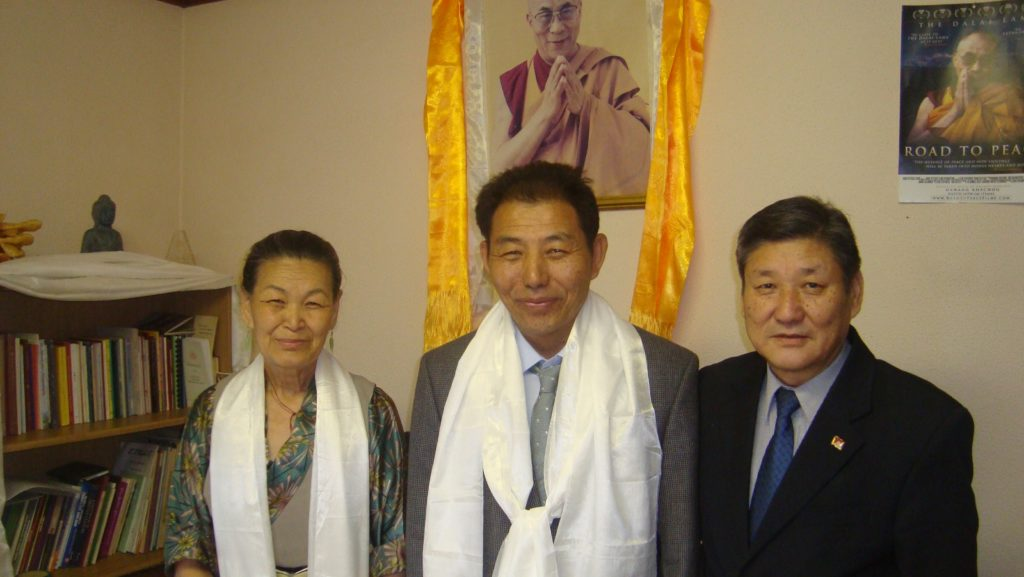 Outgoing Representative Ms Nangsa CHodon (left) and New representatiev Mr Ngodup Dorjee with DIIR Secretary SOnam Norbu Dagpo at the Office of Tibet, South Africa.
