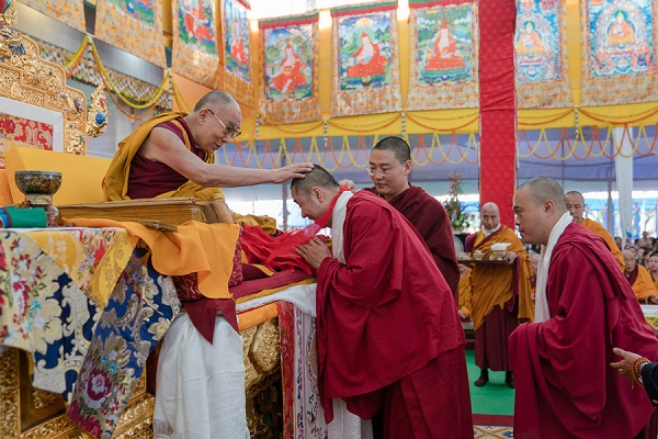 His Holiness the Dalai Lama thanking two of the 40 interpreters who translated the Kalachakra Empowerment into 19 different languages at the conclusion of the third and final day of the actual Kalachakra Empowerment in Bodhgaya, Bihar, India on January 13, 2017. Photo/Tenzin Choejor/OHHDL