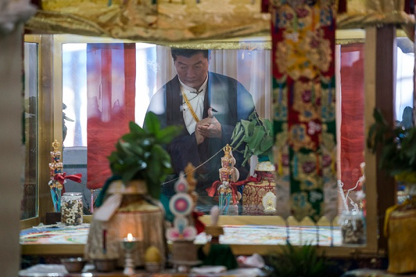 Sikyong Dr Lobsang Sangay viewing the Kalachakra sand mandala at the conclusion of the third and final day of the actual Kalachakra Empowerment in Bodhgaya, Bihar, India on January 13, 2017. Photo/Tenzin Choejor/OHHDL