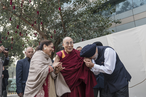His Holiness the Dalai Lama being welcomed by the patrons of Vidyaloke initiative at the Talkatora stadium.
