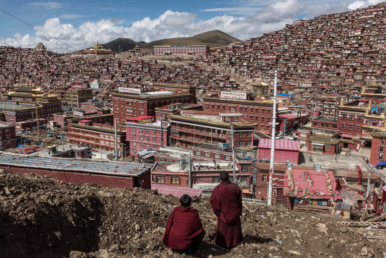 Buddhist monks at Larung Gar last year. A half-dozen United Nations experts have condemned the expulsions of monks and nuns from two Tibetan religious enclaves, Larung Gar and Yachen Gar. Credit Gilles Sabrie for The New York Times