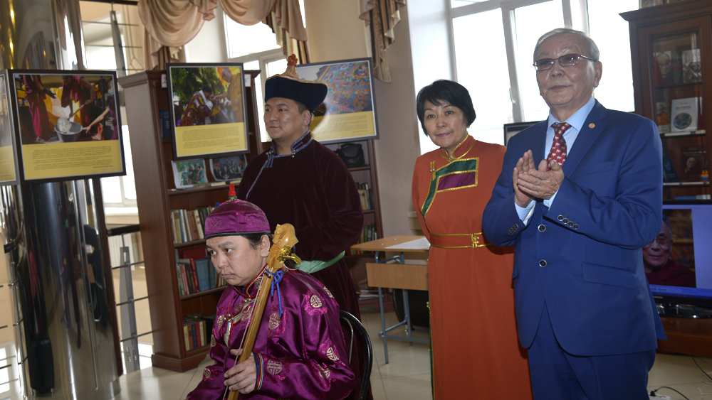 """Director of the National Museum Mr. Kaadyr-ool Bicheldei and representative of the local 'Friends of Tibet'group Ailana Balgan at the opening ceremony of the exhibition """"The Dalai Lama – As Long As Space Remains"""""""