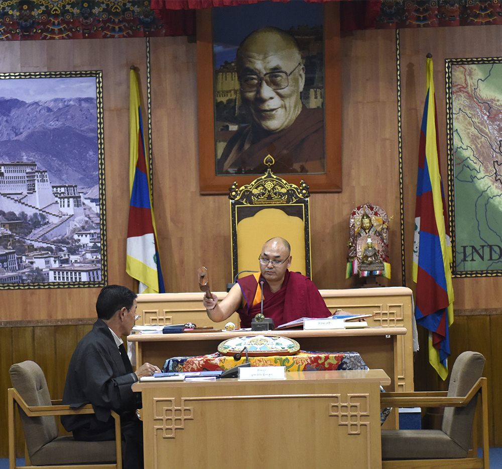 Speaker Khenpo Sonam Tenphel of the Tibetan Parliament-in-Exile concluding the session with the customary hammer on the anvil, 25 March 2017.