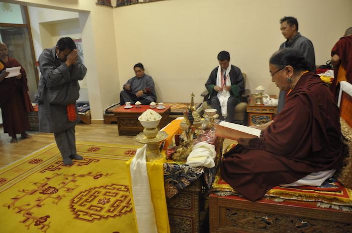 Health Kalon Chokeyong Wangchuk prostrating before Sakya Gongma Rinopche during the tenshug, 31 March 2017.
