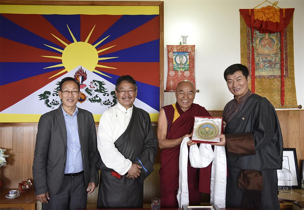 (L-R) Secretary Chemi Rigzin, Home Kalon Sonam Topgyal Khorlatsang, Ven Thupten Wangchen, Member of Tibetan Parliament and Sikyong Dr Lobsang Sangay during the ceremony held at Kashag Secretariat, 24 March 2017.