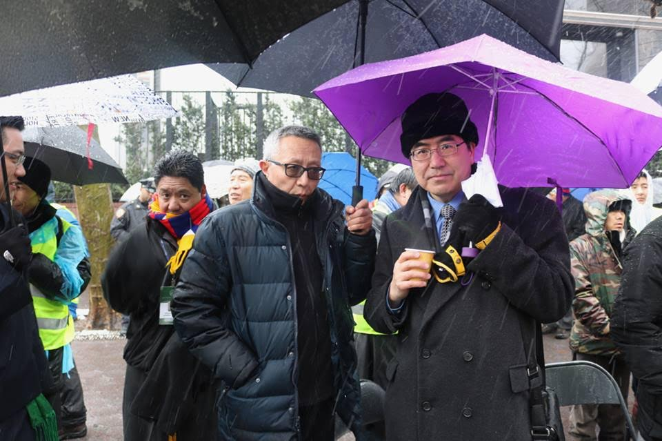 Mr Kunga Tashi, Chinese Liaison officer of Office of Tibet, Washington DC and Dr Ming Xia at the commemoration of the 58th anniversary of Tibetan National Uprising outside United Nations, 10 March 2017.