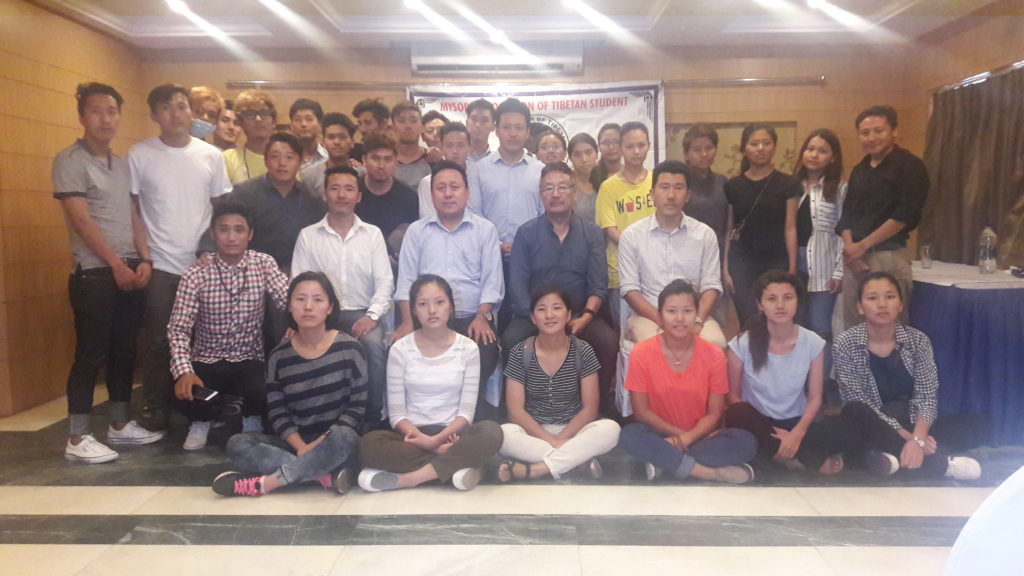 Group photo of Tibetan students in Mysore with Home Kalon.