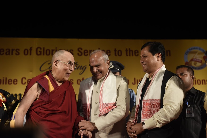 His Holiness the Dalai Lama, Governor of Assam Shri Banwarilal Purohit and Chief Minister of Assam Sarbananda Sonowal share a candid moment during the Platinum Jubilee Celebration of the Assam Tribune at ITA center in Guwahati, Assam, 1 April 2017. PHOTO/Jayang Tsering/DIIR