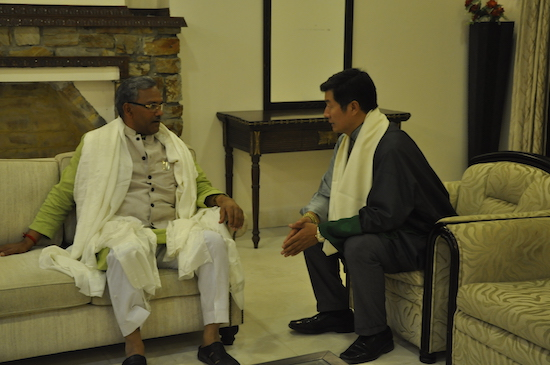Sikyong interacting with the chief minister of Uttarakhand, 1 April 2017.
