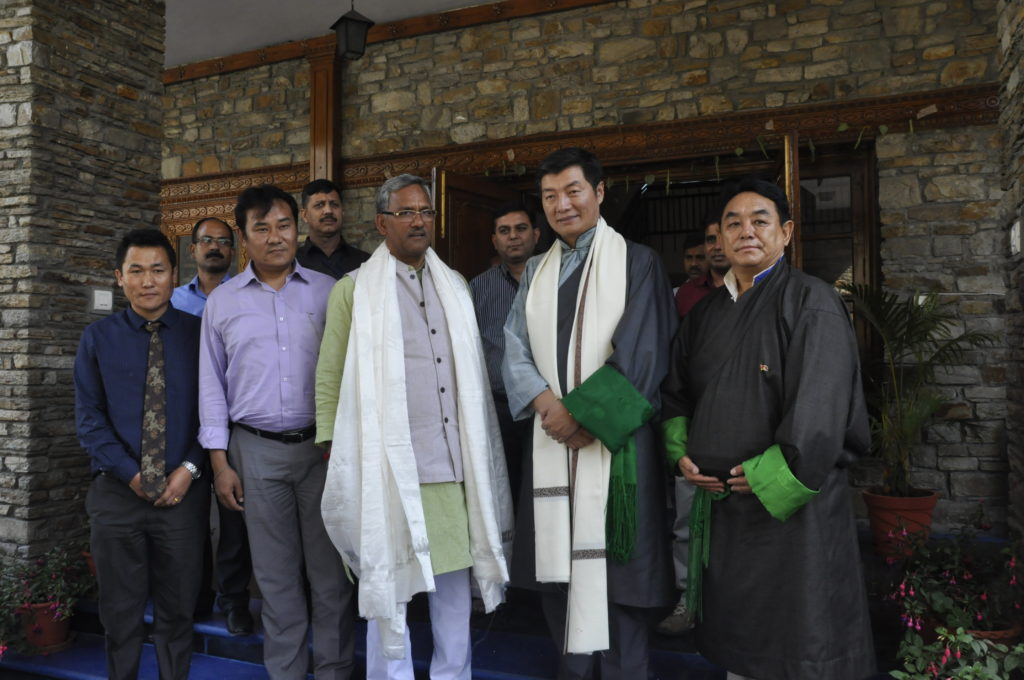 Sikyong and health Kalon with te Chief Minister of Uttarakhand, 1 April 2017.