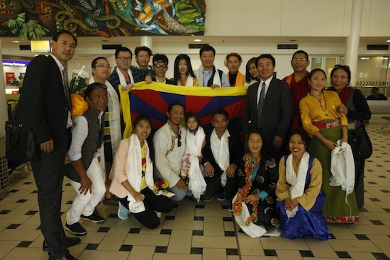 Sikyong Dr Losbang Sangay with members of the local Tibetan Community at the Brisbane Int'l Airport.