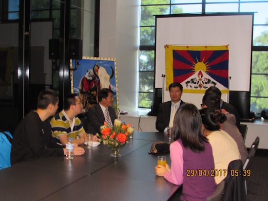 Sikyong interacting with Chinese students in Brisbane.