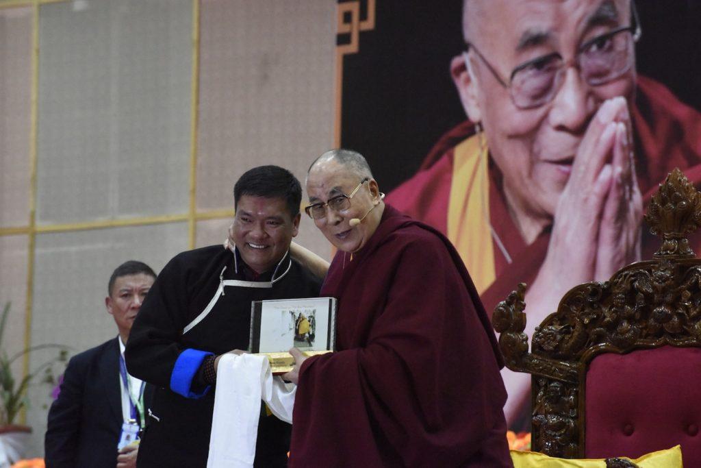 His Holiness the Dalai Lama and Arunachal Pradesh Chief Minister Pema Khandu, Tawang, April 10, 2017. Photo @ Jayang Tsering, DIIR