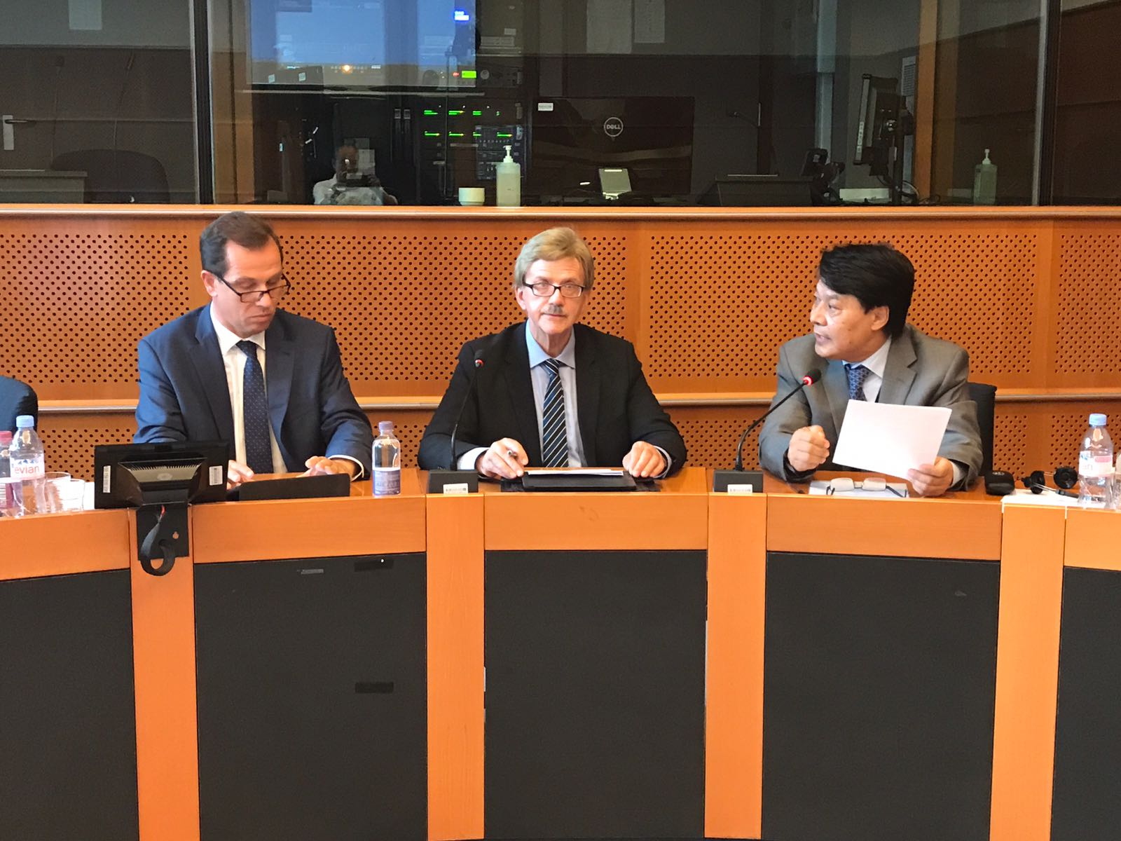 campaign activities for tibet in european parliament discussed central tibetan administration. Black Bedroom Furniture Sets. Home Design Ideas