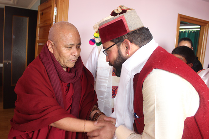 Deputy Speaker Acharya Yeshi Phuntsok greets Deputy Mayor of Dharamshala and Tibet supporter Shri Onkar Nehria. Photo/Tibetan Parliament-in-Exile