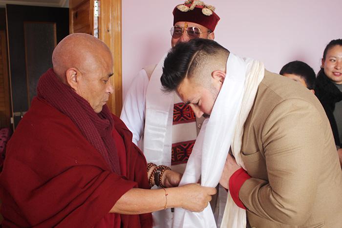 Deputy Speaker Acharya Yeshi Phuntsok presents Deputy Mayor's family with Tibetan ceremonial scarves. Photo/Tibetan Parliament-in-Exile